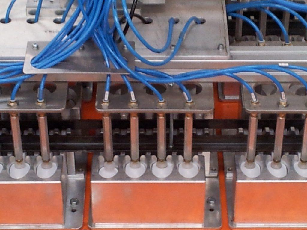 2723 - Manipulador de Colheres Injetadas - 64 Cavidades